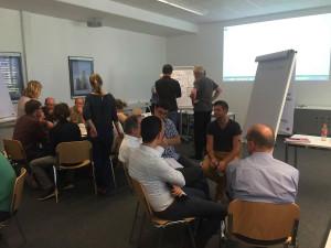 In parallel stattfindenen Kleingruppen wurden Themen, wie Datenmanagement, Probenahmestrategien und Methoden zur Gewässerstrukturerfassung besprochen.