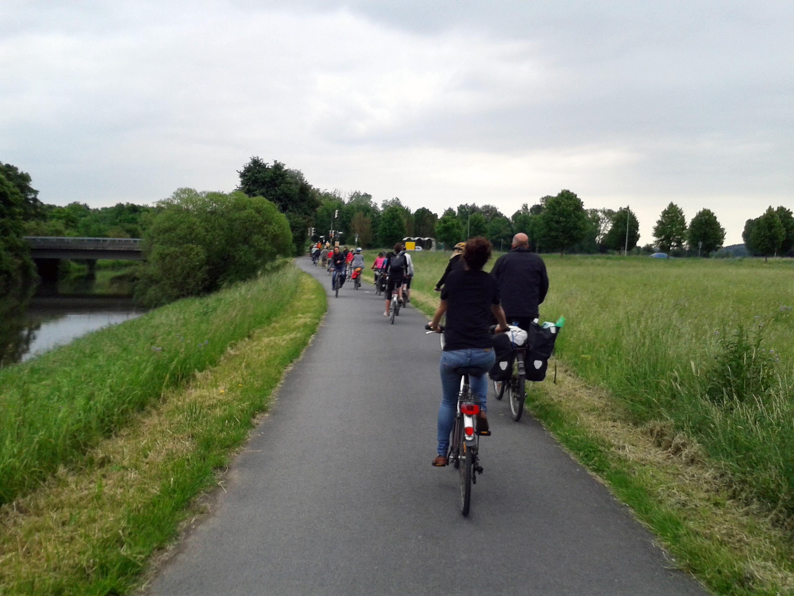 ReWaM NiddaMan Fahrradtour Kolonne
