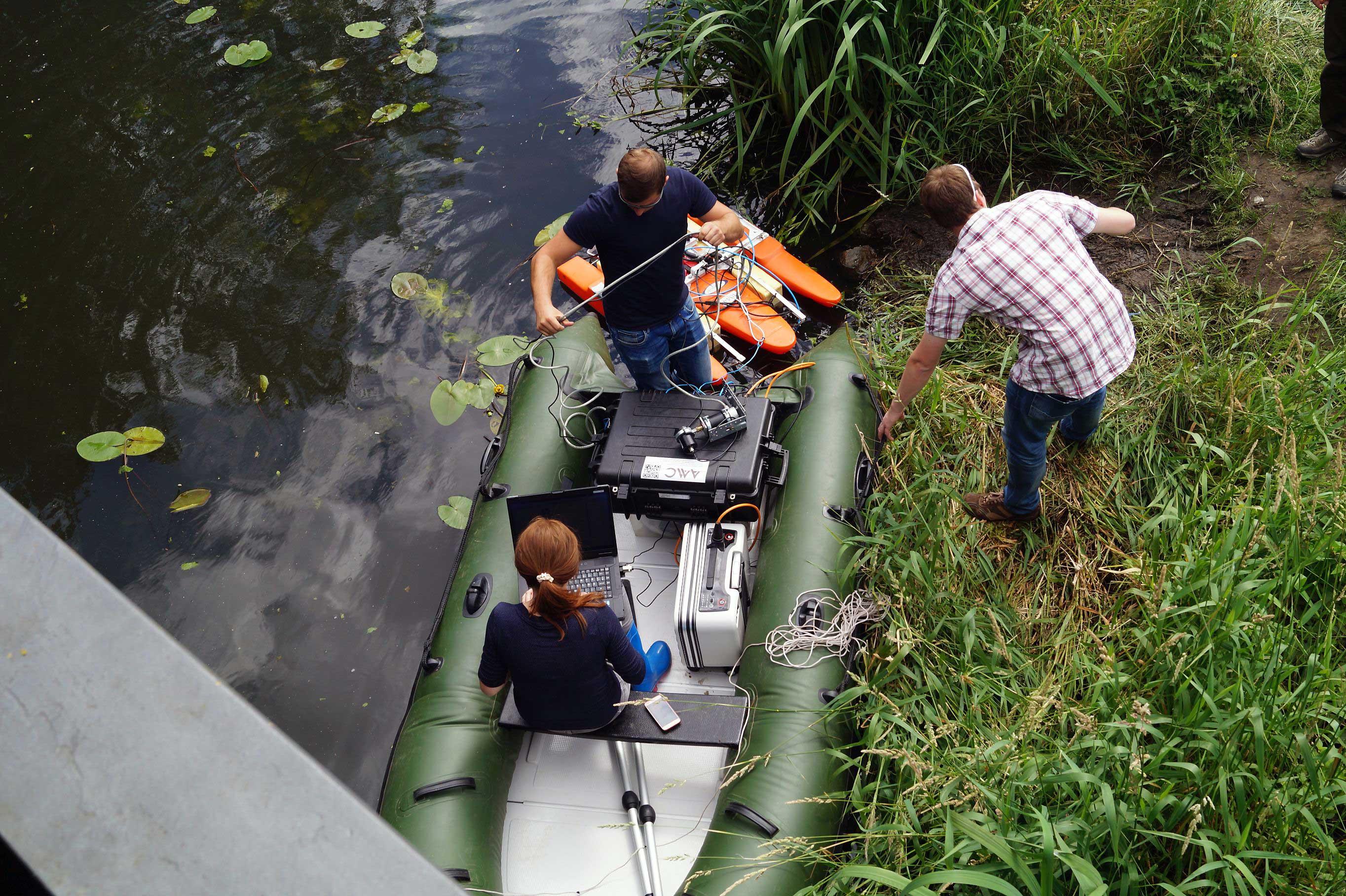 Installation der Instrumente, bevor das Team von BOOT-Monitoring mit der Messung beginnen kann