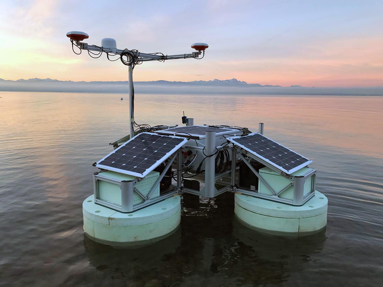 Der Hydrocrawler bei seiner offiziellen Jungfernfahrt auf dem Bodensee. © Fraunhofer IBMT; Foto: Christian Degel
