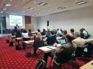 Begrüßung der Teilnehmer durch den Projektleiter Prof. Dr.-Ing. Jürgen Stamm von der TU Dresden. Foto: Nadine Müller, TU Dresden