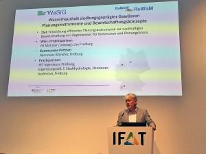 Dr. Hans-Otto Weusthoff spricht auf dem Tag der Kommunen.