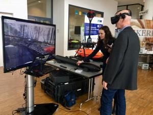 Viele Besucher zeigten sich beeindruckt von den technischen Möglichkeiten einer VR-Brille