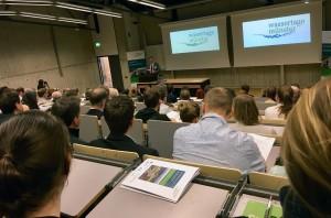 Prof. Dr. Mathias Uhl (Projektleiter WaSiG) begrüßt die Konferenzteilnehmer